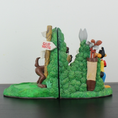 Bugs Bunny, Daffy Duck and the Tasmanian Devil playing golf bookends by Figi Graphics in license of Warner Bros.