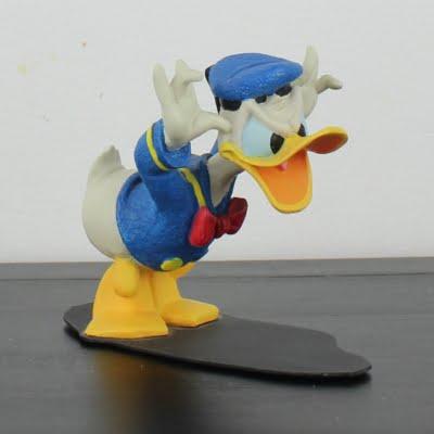 Donald Duck teasing statue