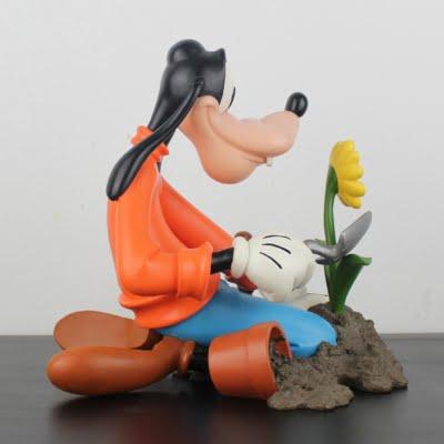 Goofy gardening statue