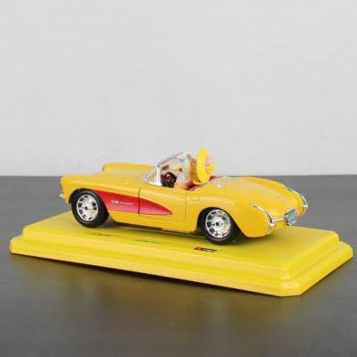 Daisy Duck Chevrolet Corvette model car by Bburago in license of Walt Disney