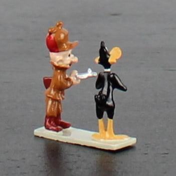 Elmer Fudd holding Daffy Duck at gunpoint by Pixi in license of Warner Bros.