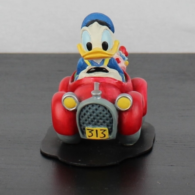 Donald Duck in his 313 statue