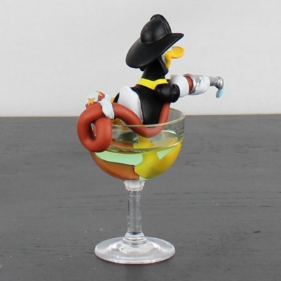 Donald as a firefighter statue by Demons and Merveilles in license of Walt Disney