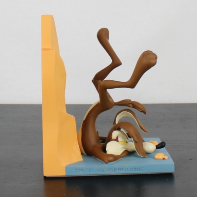 Wile E. Coyote bookend by Demons and Merveilles in license of Warner Bros.