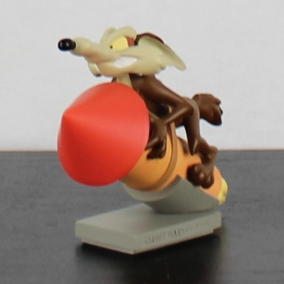 Wile E. Coyote on a rocket by Demons and Merveilles in license of Warner Bros.