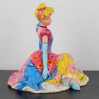 Cinderella statue by Romero Britto for Enesco in license of Walt Disney