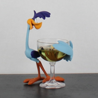 Road Runner with Wile E. Coyote in a glass statue by Demons and Merveilles in license of Warner Bros.