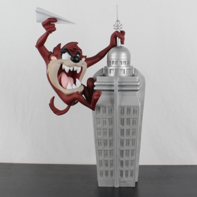 Tasmanian Devil as King Kong on the Empire State building by Demons and Merveilles in license of Warner Bros.
