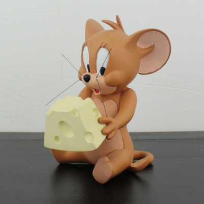 Jerry eating cheese by Demons and Merveilles in license of Warner Bros