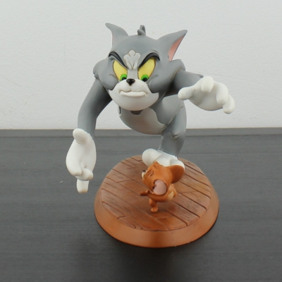 Tom and Jerry ''Catch Me'' Looney Tunes statue by Warner Bros