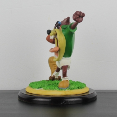 Tasmanian Devil playing rugby statue Looney Tunes by Figi Graphics in license of Warner Bros.
