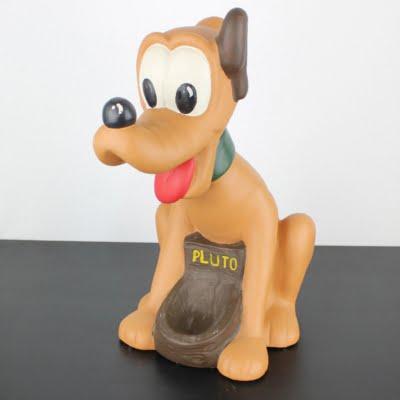 Pluto statue by Silvio Gaggini in license of Walt Disney