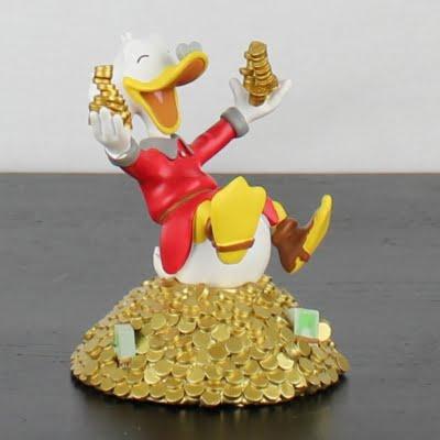 Scrooge McDuck statue by Hachette in license of Walt Disney